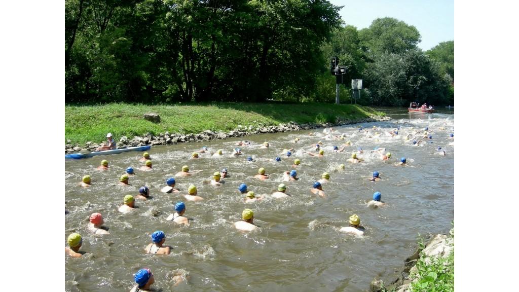 Start beim 4. Int. Saaleschwimmen 2010